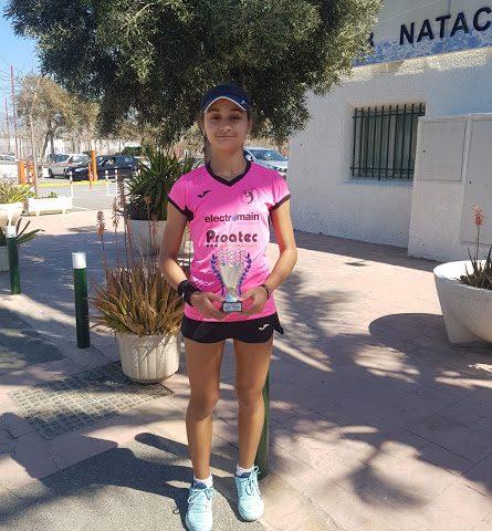 https://clubdetenisaguadulce.es/wp-content/uploads/2020/03/LA-CARIBEÑA-20202-445x480.jpg